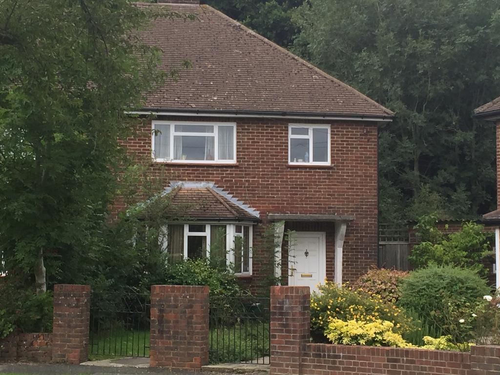 3 Bedrooms Semi Detached House for sale in Leighton Gardens, Sanderstead, South Croydon, Surrey, CR2 9DY
