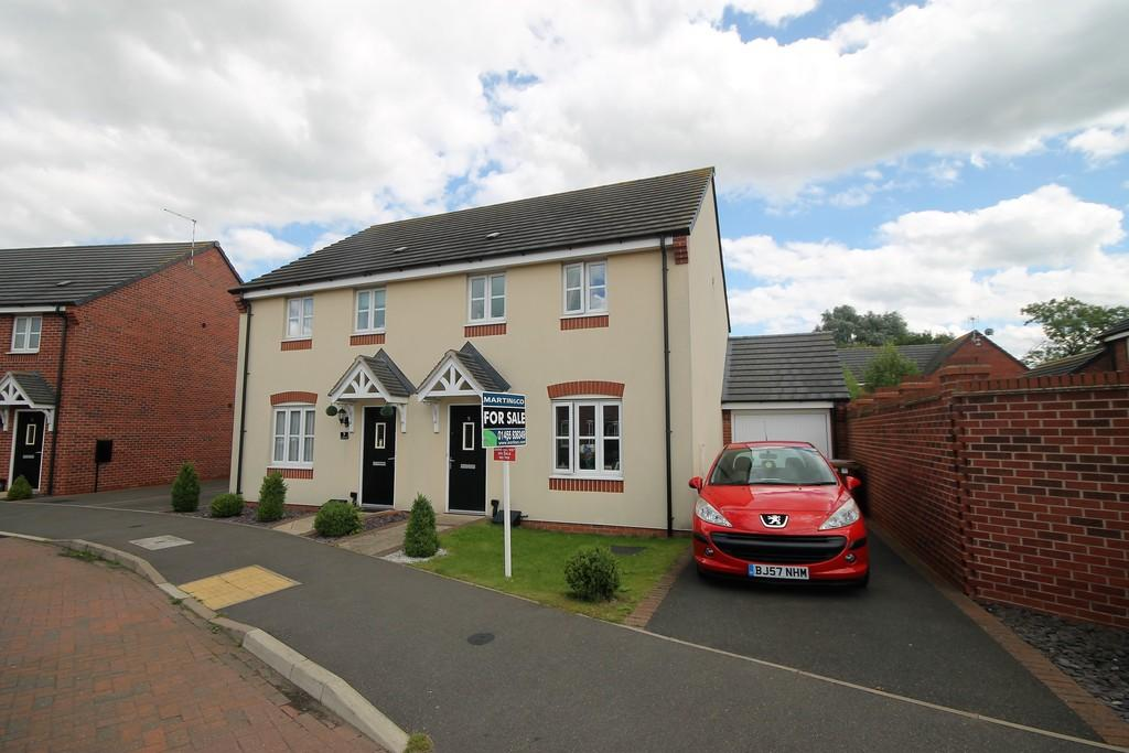 3 Bedrooms Semi Detached House for sale in Triumph Road, Hinckley