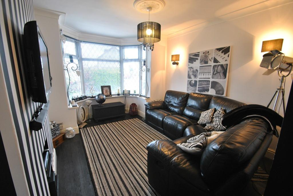 3 Bedrooms Semi Detached House for sale in Sprotbrough Road, Sprotbrough, Doncaster, DN5 8BP