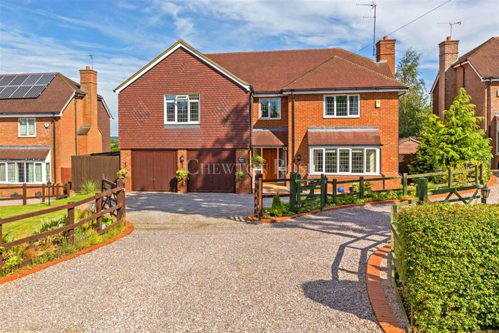 5 Bedrooms Detached House for sale in Nash