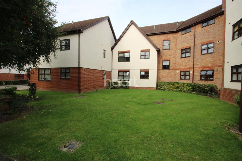 1 Bedroom Flat for sale in Hamilton Court, close to station, Witham, CM8