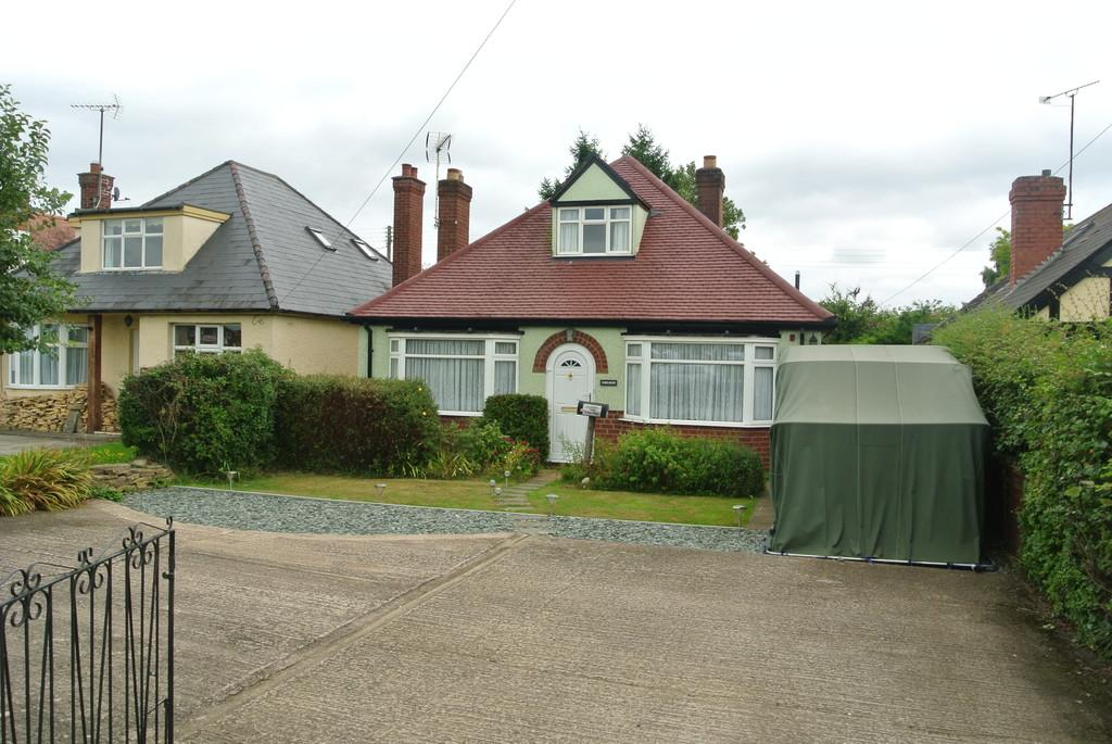 3 Bedrooms Detached Bungalow for sale in Evesham Road, Offenham