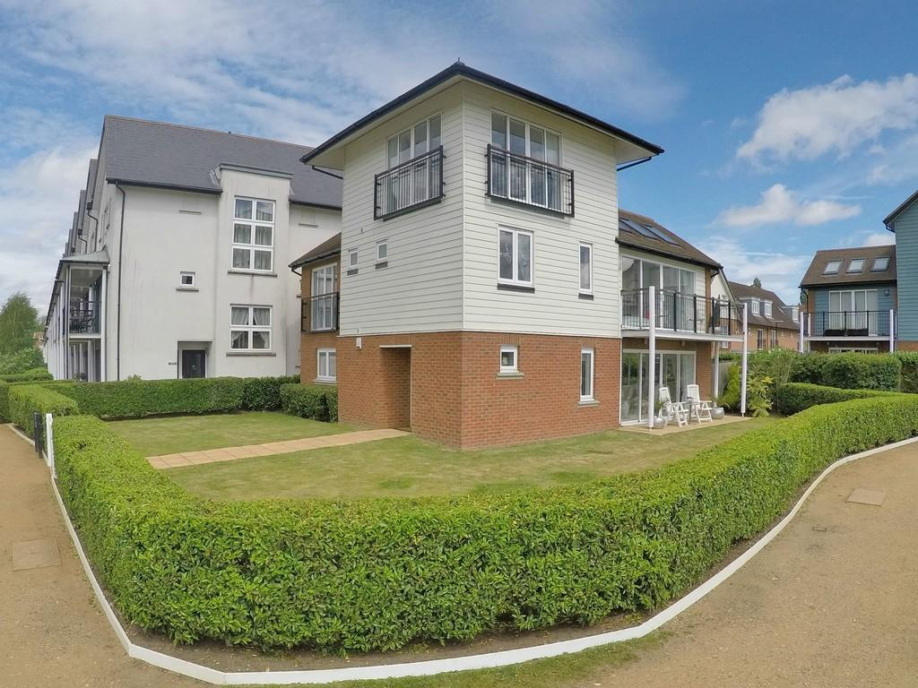 4 Bedrooms Detached House for sale in Redhill, Surrey