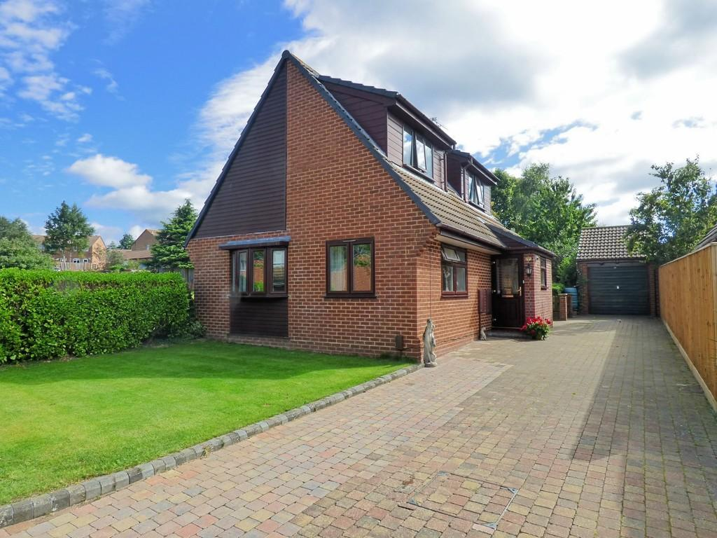 3 Bedrooms Chalet House for sale in Canford Heath, Poole