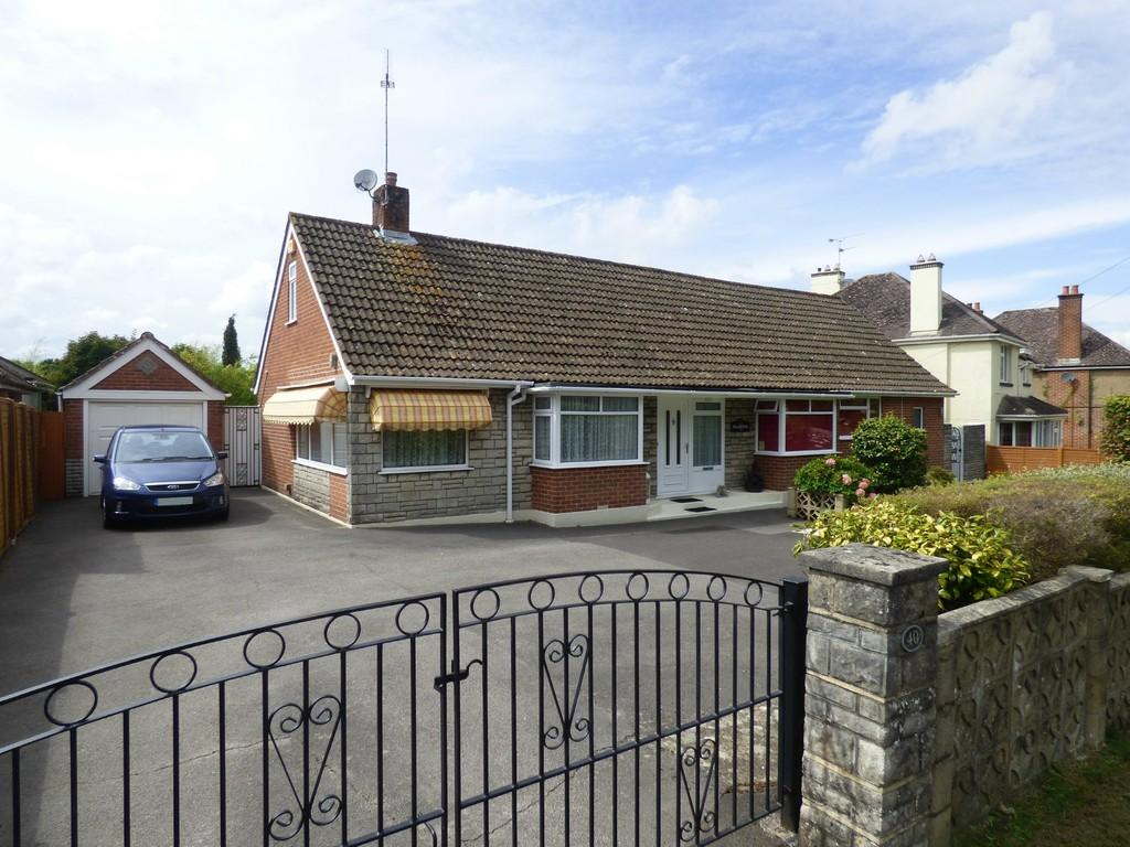 4 Bedrooms Detached Bungalow for sale in Gravel Hill, Wimborne