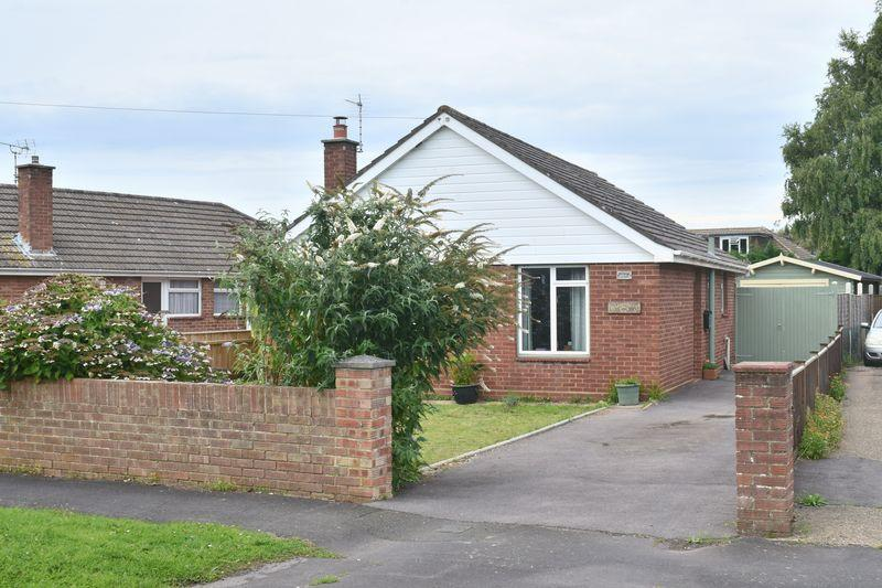 2 Bedrooms Detached Bungalow for sale in Crawte Avenue, Southampton
