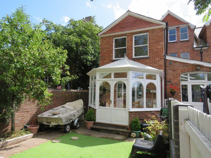 2 Bedrooms Semi Detached House for sale in 42, Prospect Park, Exeter