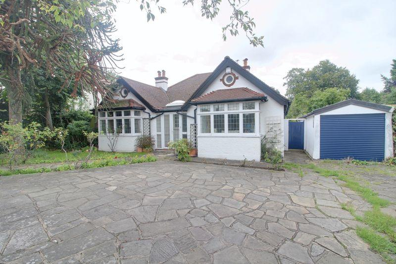 4 Bedrooms Detached Bungalow for sale in Woodcote Road, West Purley