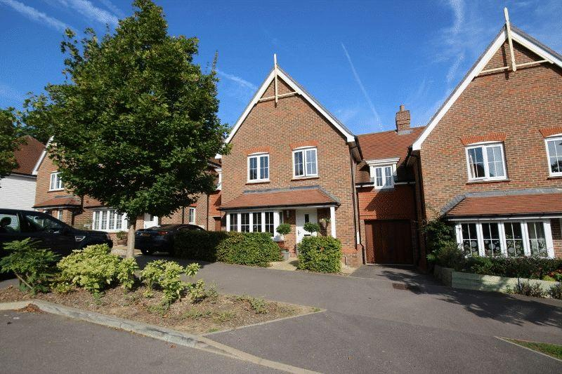 4 Bedrooms Link Detached House for sale in Renfields, Bolnore Village, Haywards Heath