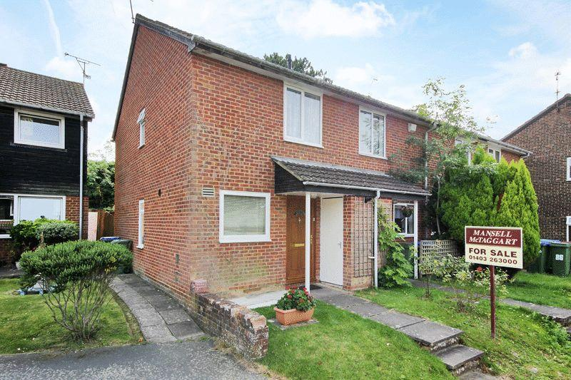 2 Bedrooms End Of Terrace House for sale in Drake Close, Horsham