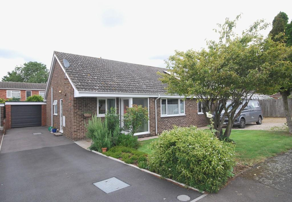 3 Bedrooms Semi Detached Bungalow for sale in Brindle Drive, Mulbarton