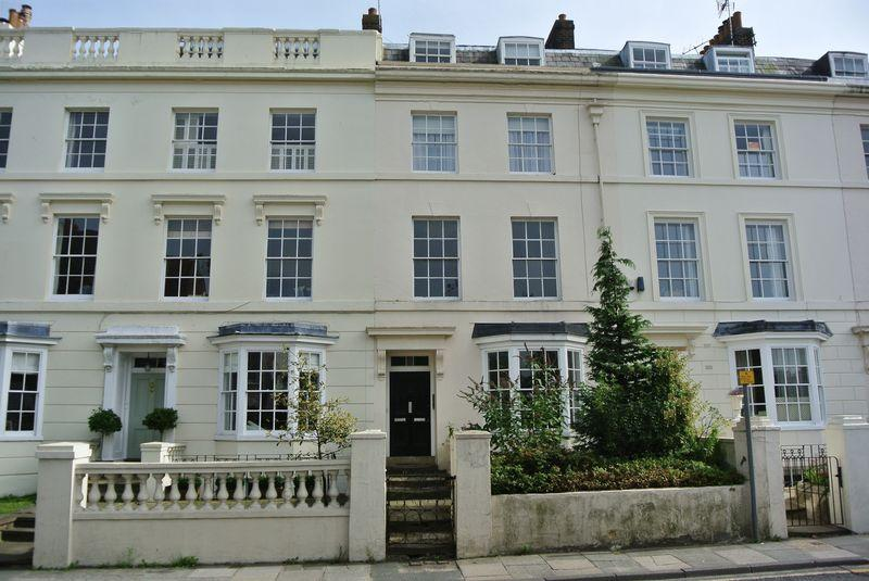 3 Bedrooms Flat for sale in London Road, Canterbury