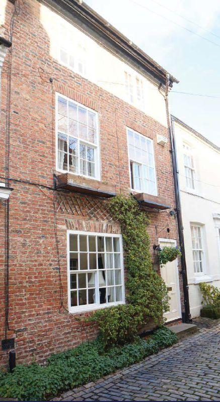 5 Bedrooms Town House for sale in High Church Wynd, Yarm