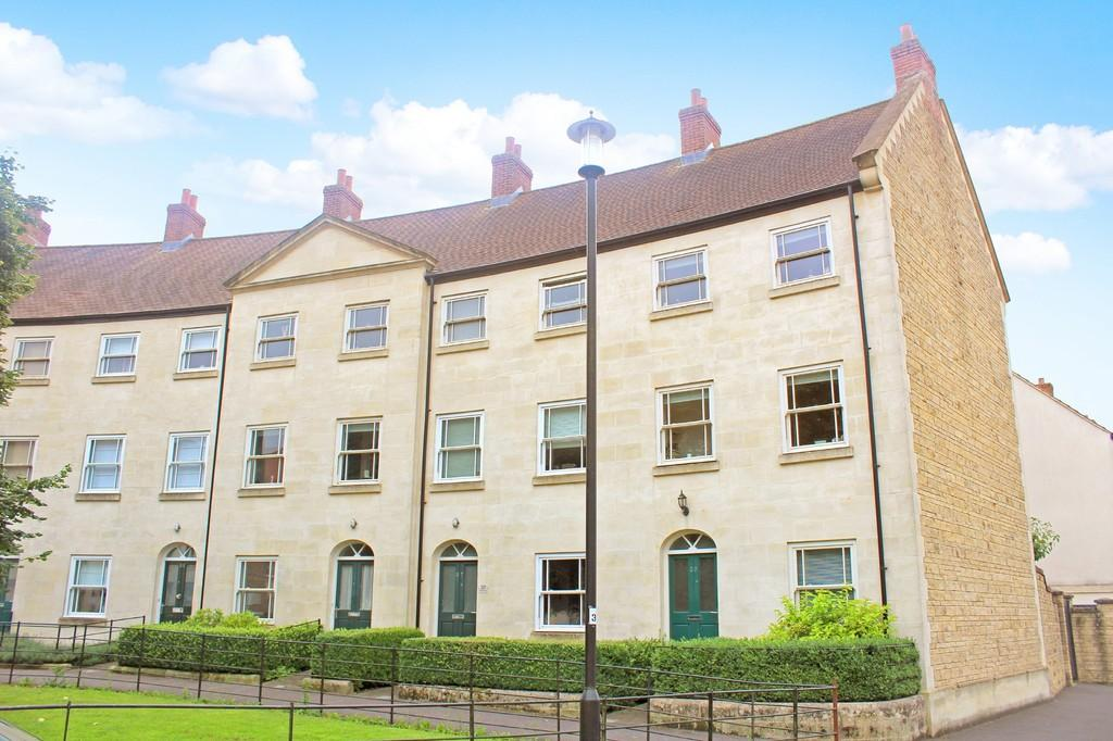 4 Bedrooms Terraced House for sale in Hobbs Road, Shepton Mallet