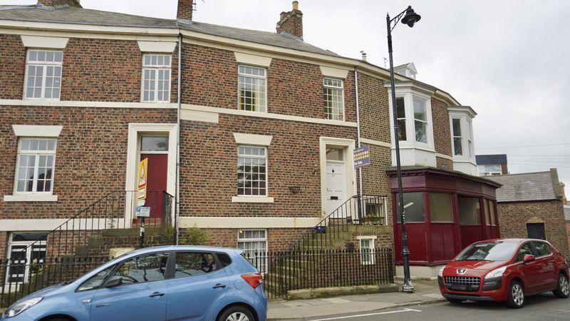 3 Bedrooms Terraced House for sale in HUNTINGDON PLACE Tynemouth