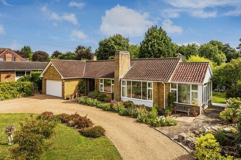 4 Bedrooms Detached Bungalow for sale in SOUTH LEATHERHEAD