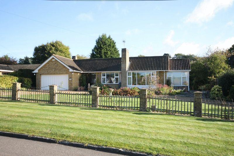 4 Bedrooms Bungalow for sale in SOUTH LEATHERHEAD