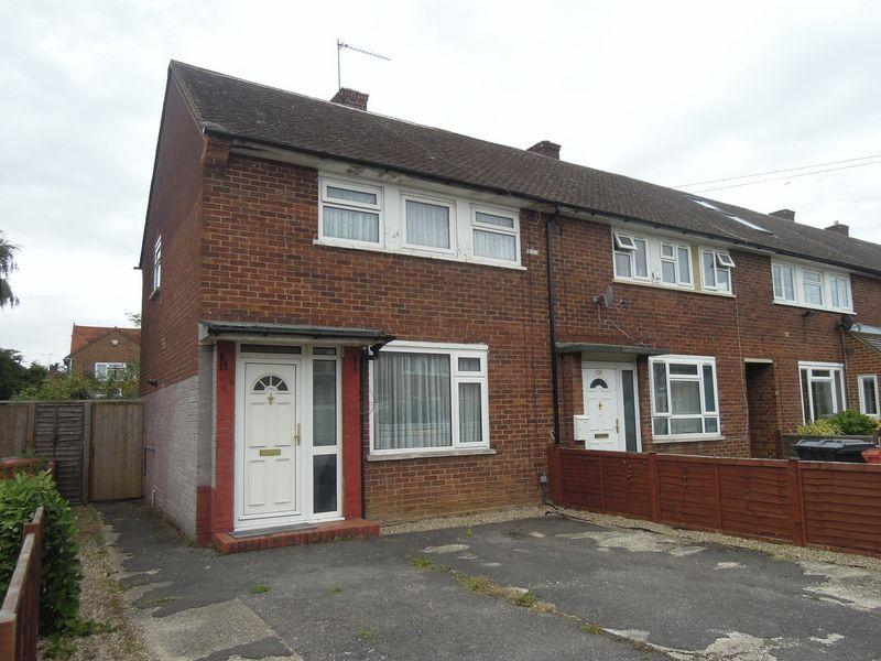 3 Bedrooms End Of Terrace House for sale in Churchill Road, Langley