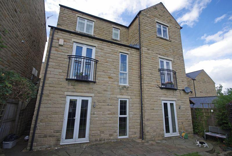 4 Bedrooms Detached House for sale in 6 Halstead Close, Ripponden, HX6 4JQ