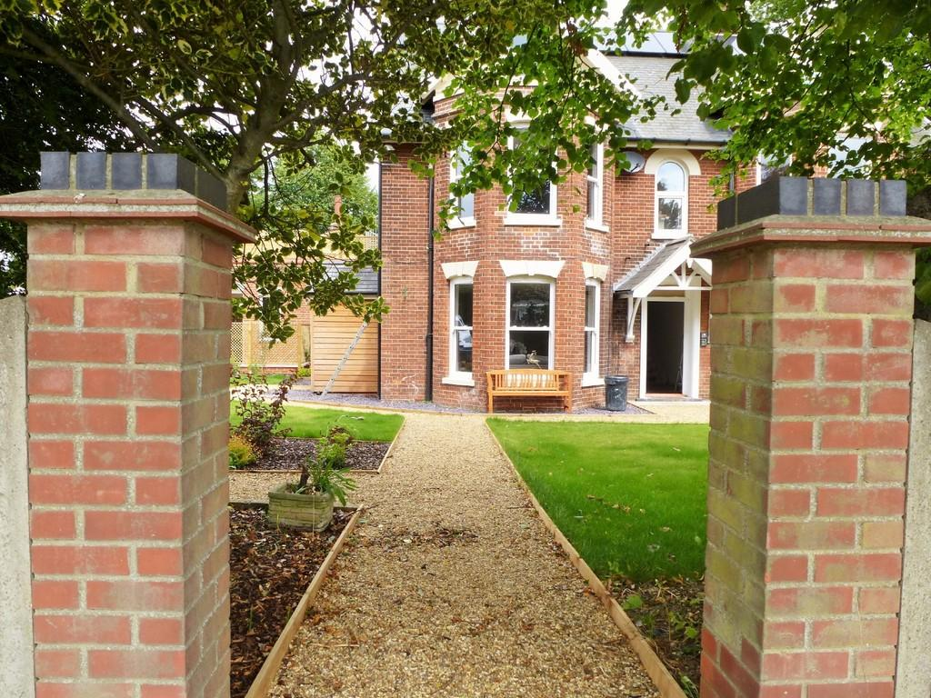 1 Bedroom Apartment Flat for sale in Bacton