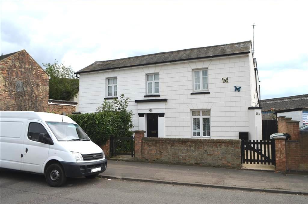 3 Bedrooms Semi Detached House for sale in Sun Street, Biggleswade, Bedfordshire, SG18