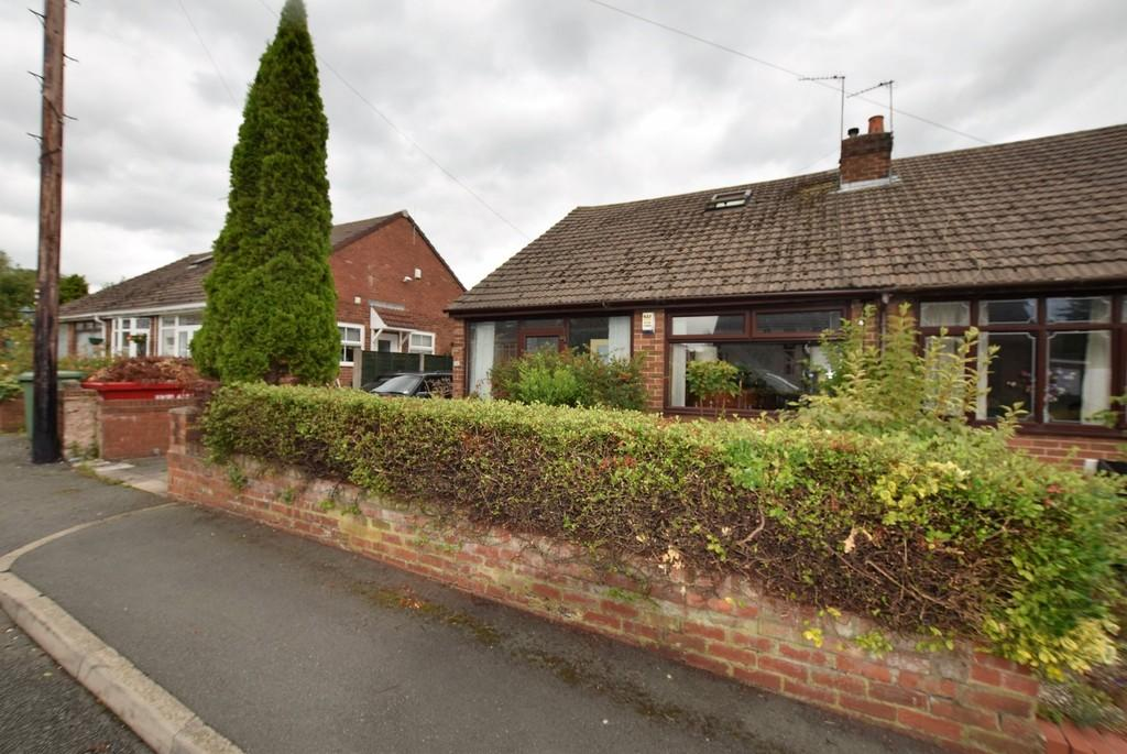 3 Bedrooms Semi Detached Bungalow for sale in Dingle Avenue, Newton-le-Willows,