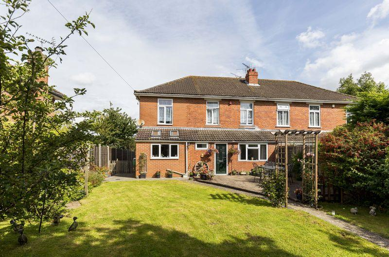 4 Bedrooms Semi Detached House for sale in The Spinney, Waterlooville