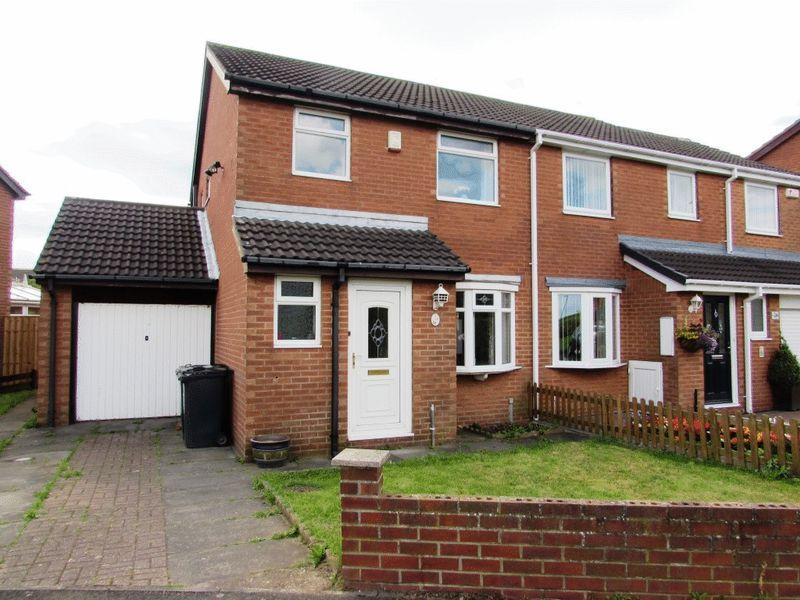 3 Bedrooms Semi Detached House for sale in Deepdale, Wallsend - Three Bedroom Semi-Detached House