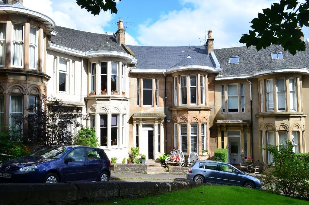 3 Bedrooms Flat for sale in Broomhill Gardens, Broomhill, Glasgow, G11 7QD