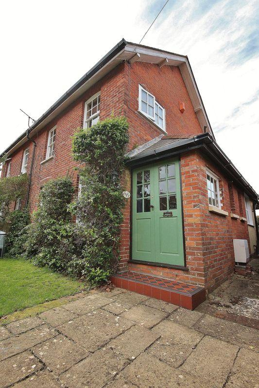 2 Bedrooms Cottage House for sale in Water Lane, Iford, Bournemouth