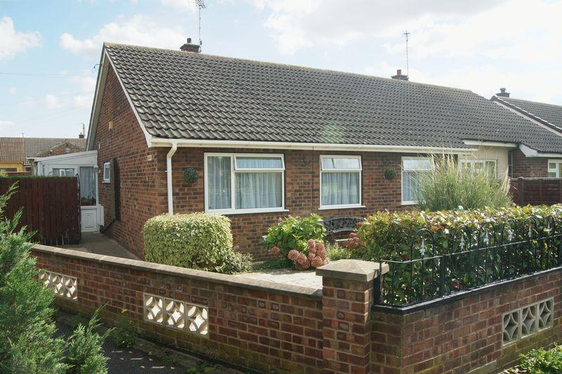 3 Bedrooms Semi Detached Bungalow for sale in Maun Green, Newark