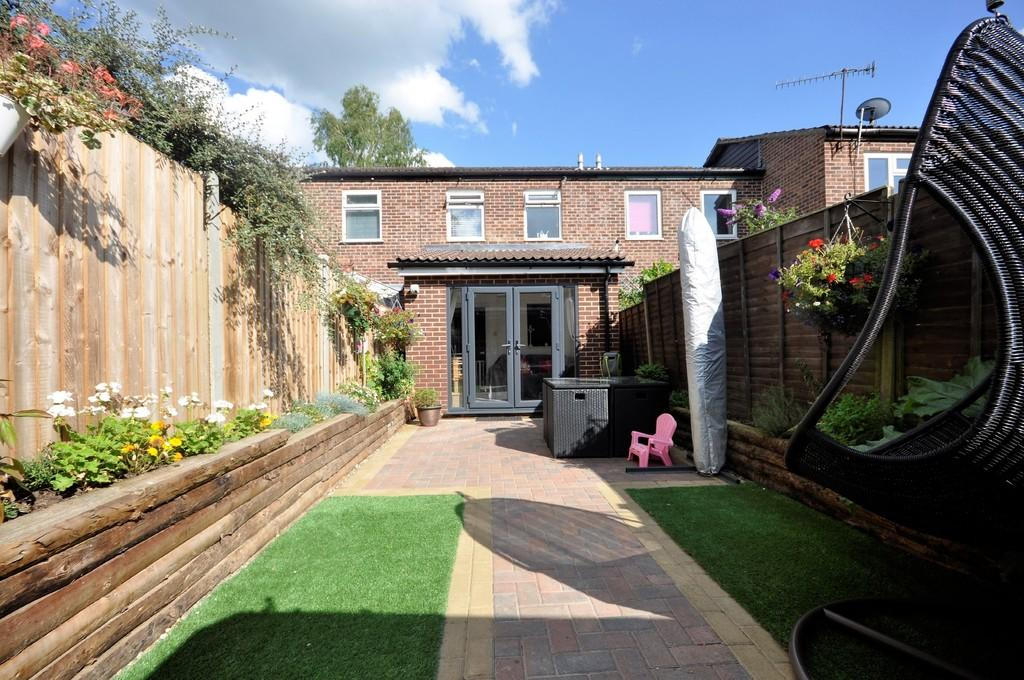 2 Bedrooms Terraced House for sale in Swallow Close, Milford