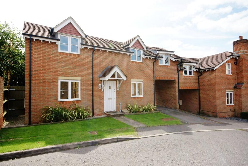 3 Bedrooms Semi Detached House for sale in Shirnall Meadow, LOWER FARRINGDON, Hampshire