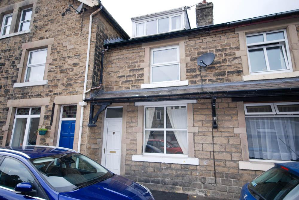 3 Bedrooms Terraced House for sale in Holmwood Terrace, Buxton