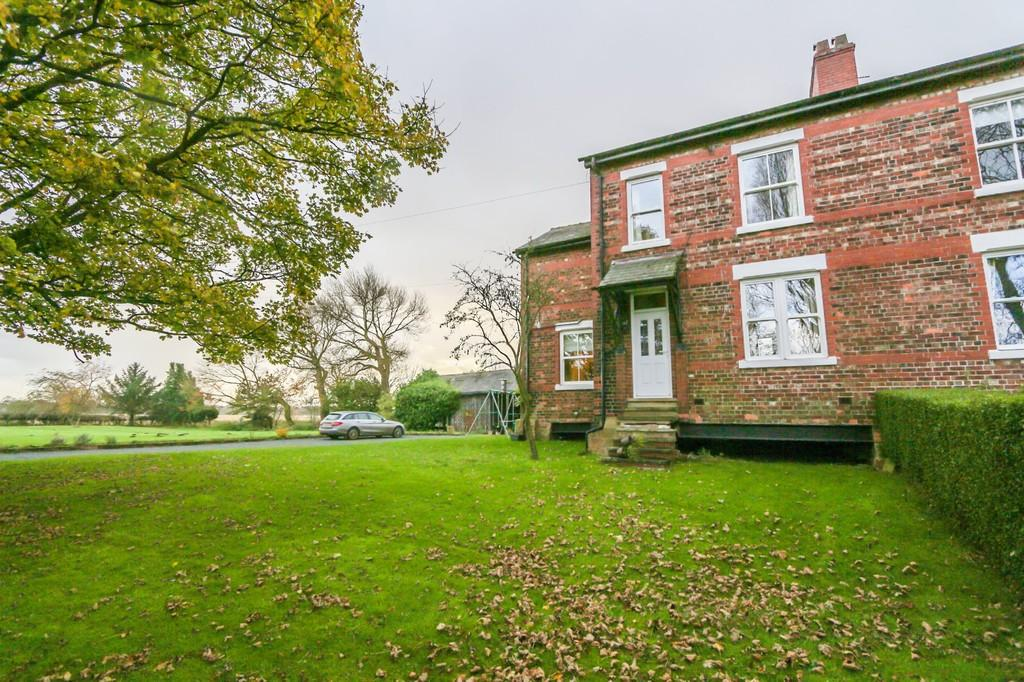 3 Bedrooms Farm House Character Property for sale in Barton Moss, Eccles