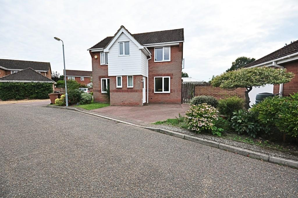 3 Bedrooms Detached House for sale in Steggles Drive, Roydon