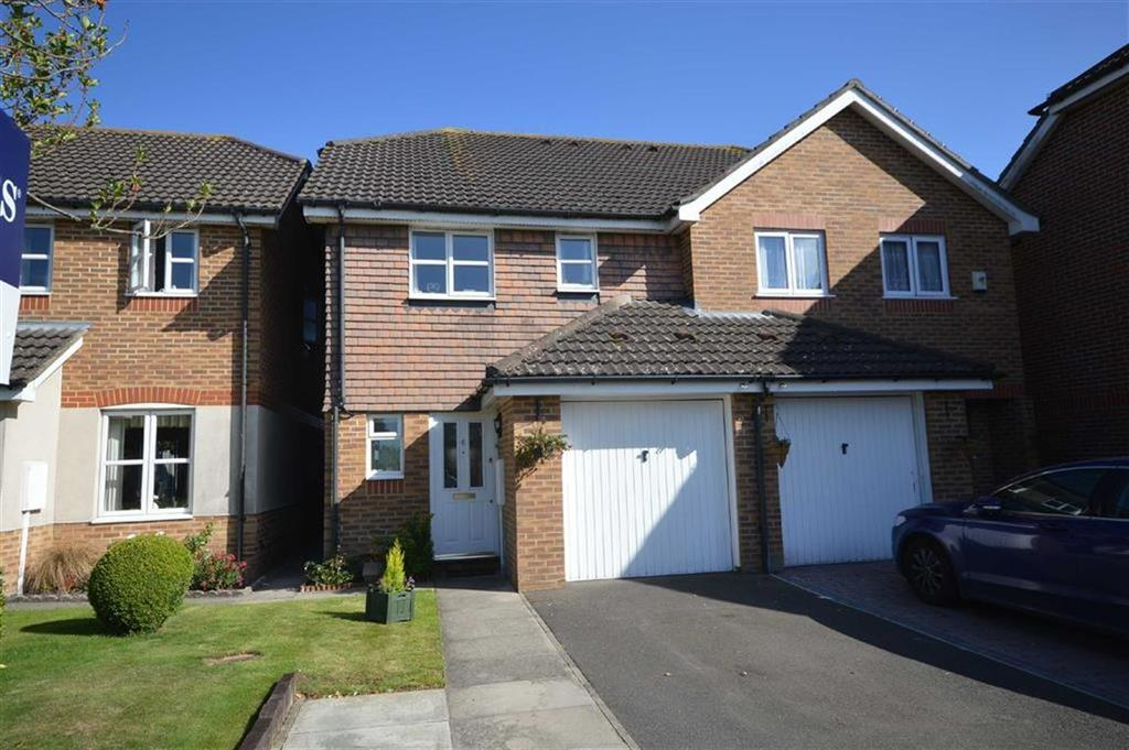 3 Bedrooms Semi Detached House for sale in Clive Dennis Court, Willesborough, Kent