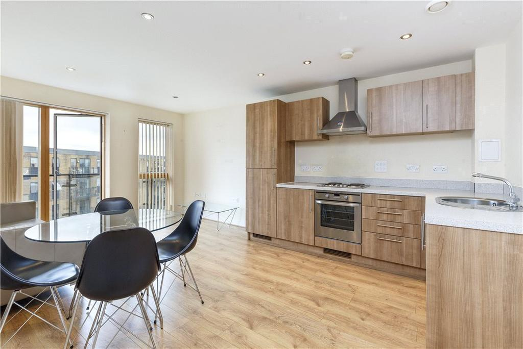 2 Bedrooms Flat for sale in Bassett House, 1 Durnsford Road, London, SW19
