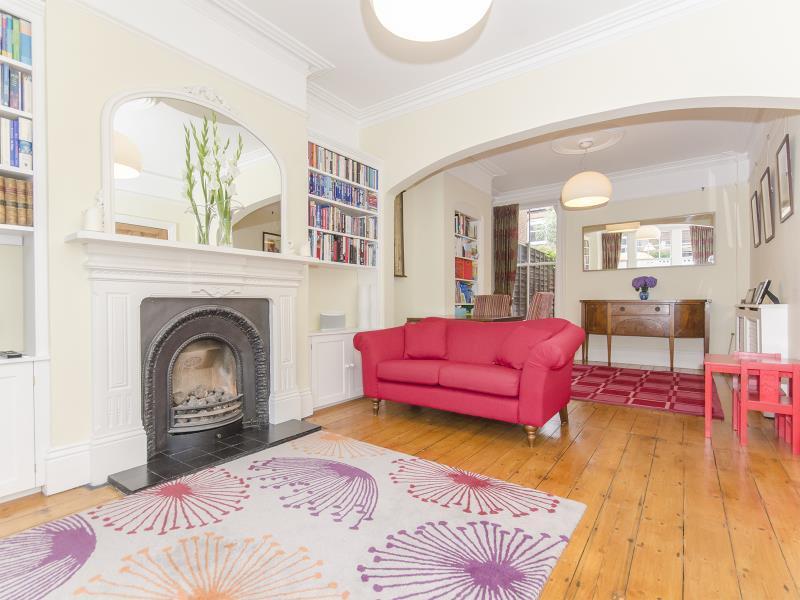 4 Bedrooms Terraced House for sale in Ingram Road, N2