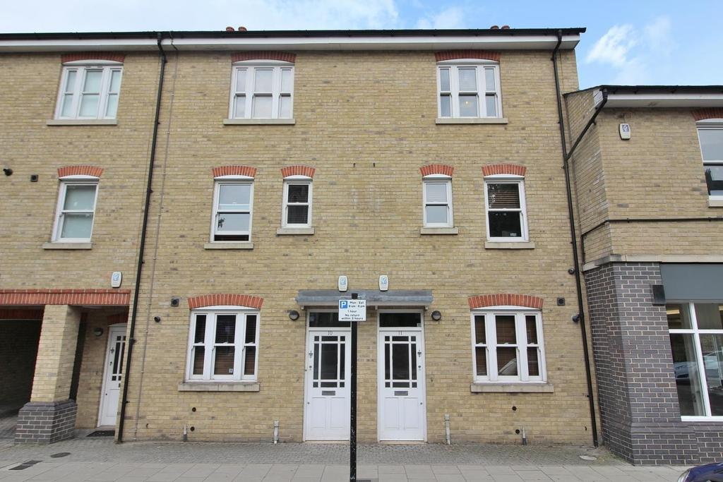 3 Bedrooms Town House for sale in King Charles Court, Moulsham Street, Chelmsford, Essex, CM2