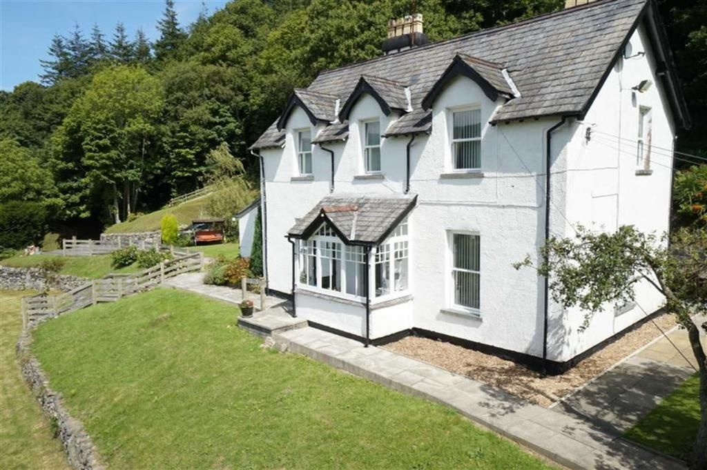 3 Bedrooms Detached House for sale in Maenan, Llanrwst