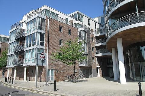 2 bedroom flat to rent - Marlborough House, Admiralty Road, Portsmouth, PO1