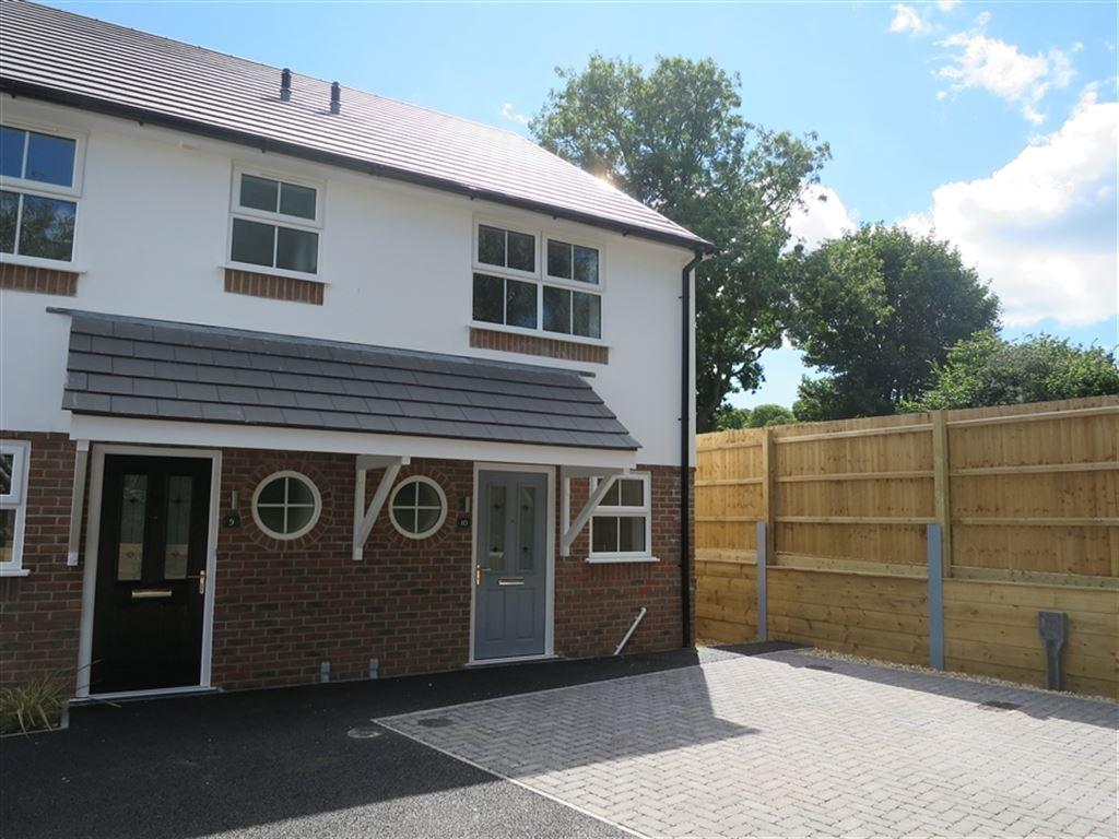 2 Bedrooms House for rent in Chapel Gardens, Charminster, Bournemouth, Dorset
