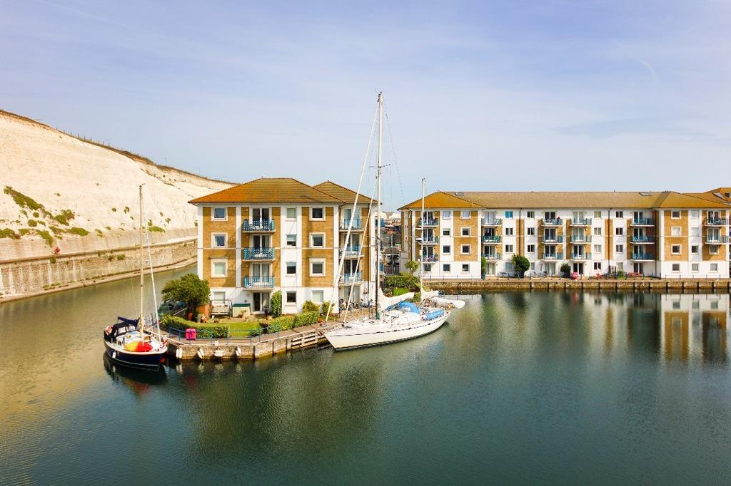 2 Bedrooms Flat for sale in Victory Mews Brighton Marina East Sussex BN2