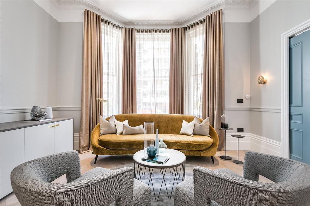 1 Bedroom Flat for sale in Southwell Gardens, South Kensington, London