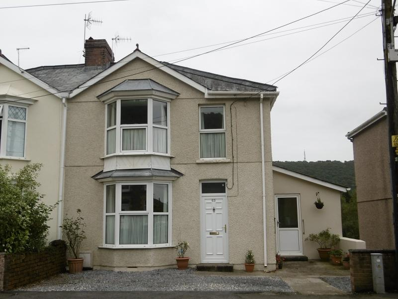 3 Bedrooms Semi Detached House for sale in Brecon Road, Pontardawe, Swansea.