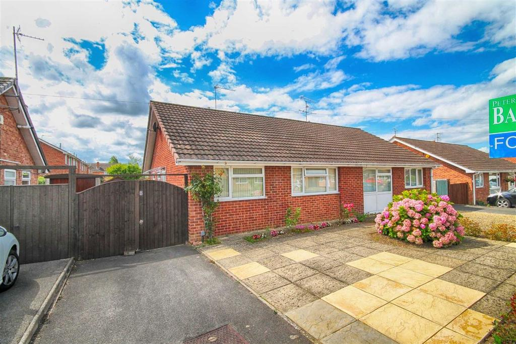 2 Bedrooms Semi Detached Bungalow for sale in Springbank Drive, Cheltenham, GL51