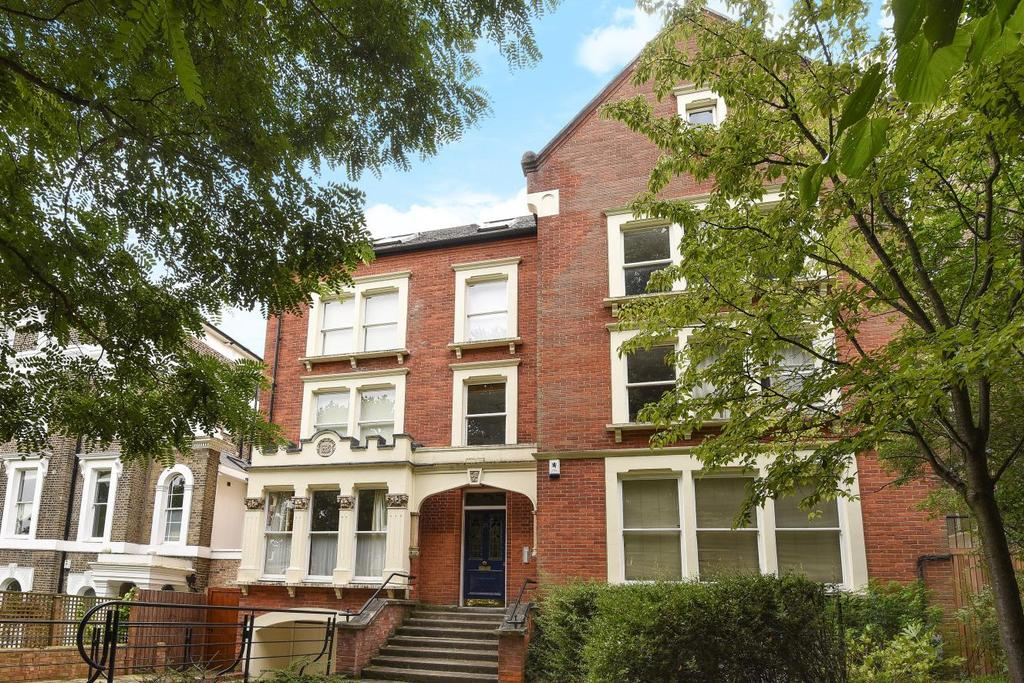 2 Bedrooms Flat for sale in Grove Park, Camberwell