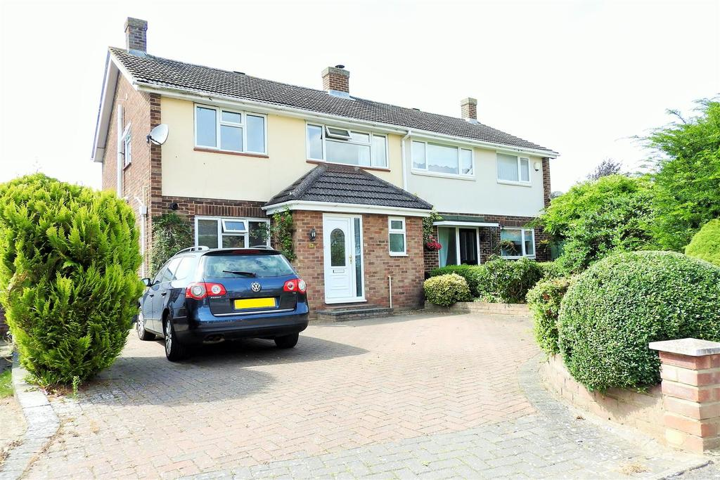 3 Bedrooms Semi Detached House for sale in Fitzwalter Road, Boreham, Chelmsford