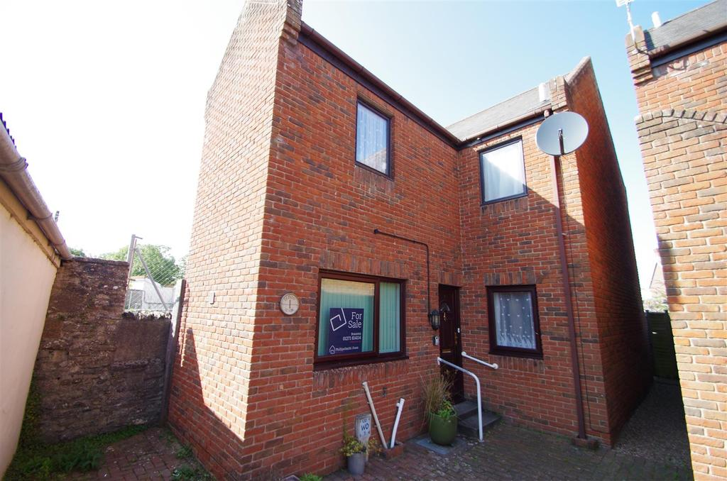 2 Bedrooms Detached House for sale in Cross Tree Centre